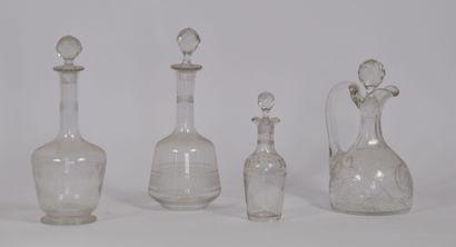 Lot de 4 flacon en verre de formes différentes,...