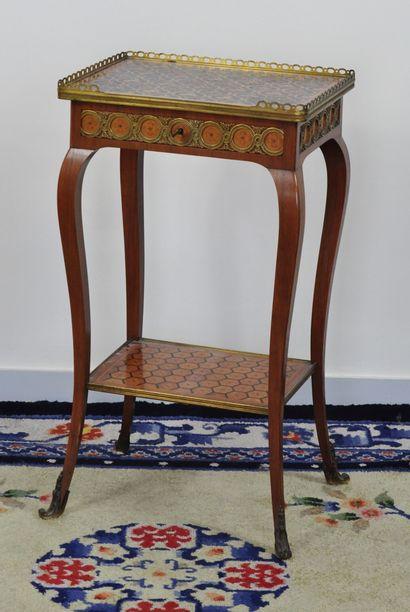 Table chiffonnière à deux plateaux en bois...