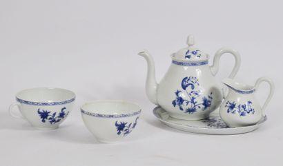 Lot de porcelaine divers comprenant:  Une...