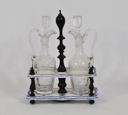 Huilier vinaigrier en cristal taillé à décor...