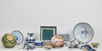 Lot en porcelaine de Chine et Japon comprenant:...