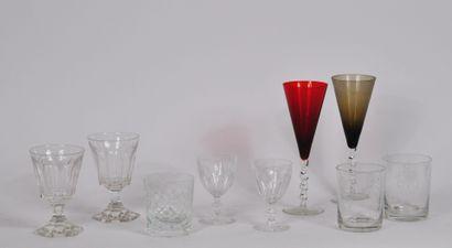 Lot de verrerie en cristal comprenant:  16...