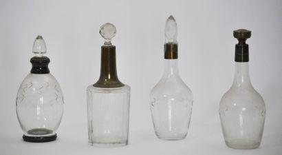 Lot de 4 flacons en verre de forme balustre,...