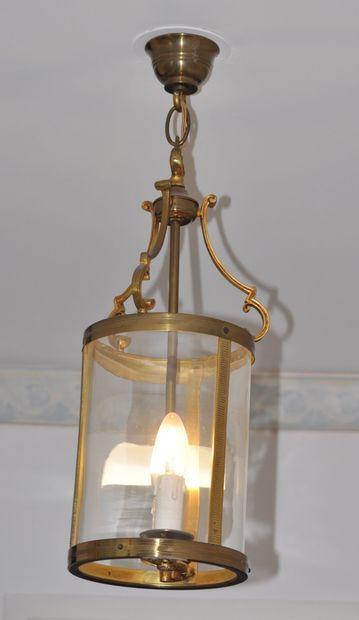 Deux lanternes de vestibule à deux lumières...