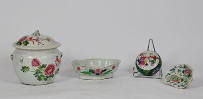 Lot en porcelaine de Chine à décor émaillé...