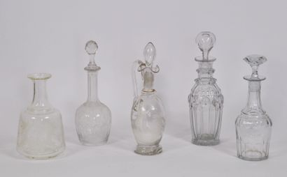 Lot de 5 flacons en verre à décor de godrons,...