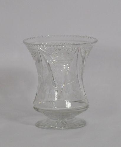 Vase en cristal taillé et gravé commémoratif...