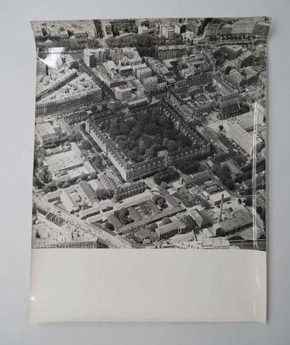 4 Photographies noir et blanc vues aériennes....