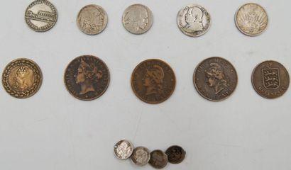 11 Monnaies Etrangers.  Vatican et Etats...