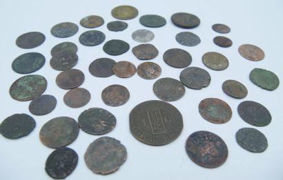 Monnaies à Définir.  Ensemble de 42 Monnaies...