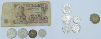 Monnaies Pays de l'Est (31 et 3 billets)...