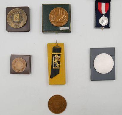 VILLES. Ensemble de 7 Médailles. Divers métal....