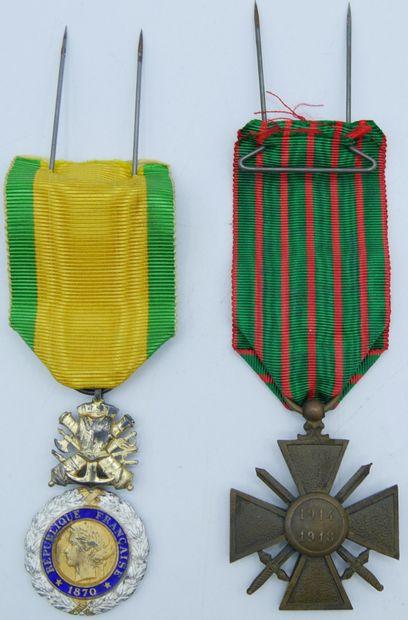 2 Médailles Militaires.  Valeur et Discipline,...