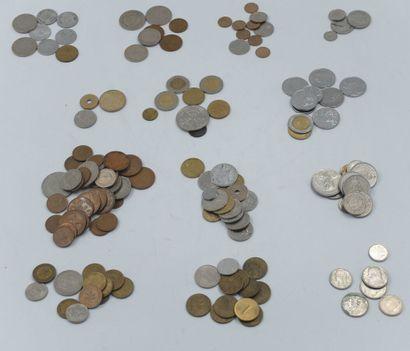 142 Monnaies Etrangères & Françaises. Souvenirs...