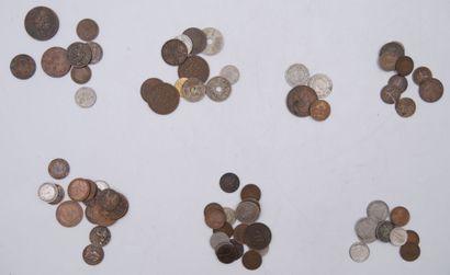 Monnaies Etrangères. Ensemble de 73 pièces.  Etats-Unis : 7 Pièces. 4 x 5 Cents...