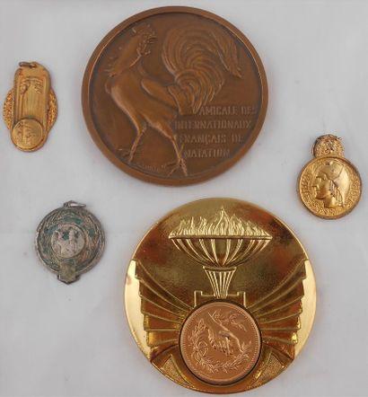 5 MEDAILLES. Sports. Bronze et Métal.  Amicale...