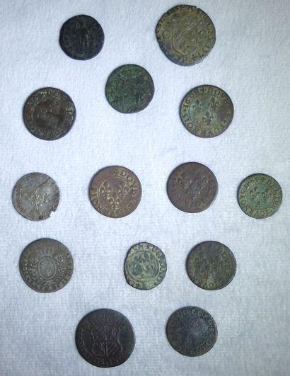 Ensemble de 14 Monnaies Royales et Divers.  Henri IV, Tournois 1605  Henri IV, Tournois,...