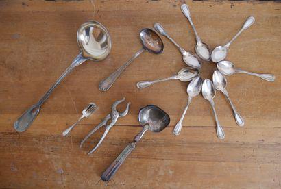 Lot en métal argenté comprenant:  CHRISTOFLE,...