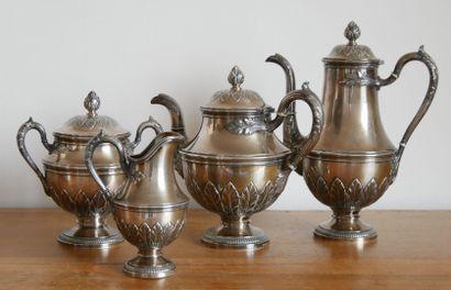 Service quatre pièces à thé et café en argent...