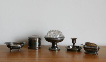 Lot de métal argenté comprenant:  Une boite...