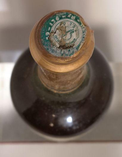 1 bouteille VIN JAUNE D'ARBOIS - Henri MAIRE 1973 Etiquette légèrement abîmée. Niveau...