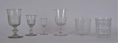 Lot de verrerie comprenant:  5 verres à...
