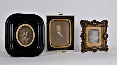 PHOTOGRAPHIES  Lot de 6 ambrotypes représentant des portraits de familles, portraits...