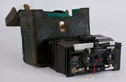 PHOTOGRAPHIES  Lot d'appareils photographiques...
