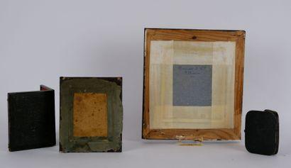 PHOTOGRAPHIES  Lot de trois daguerréotypes représentant deux hommes et une femme...