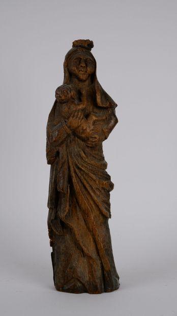Sculpture en bois représentant la Vierge...