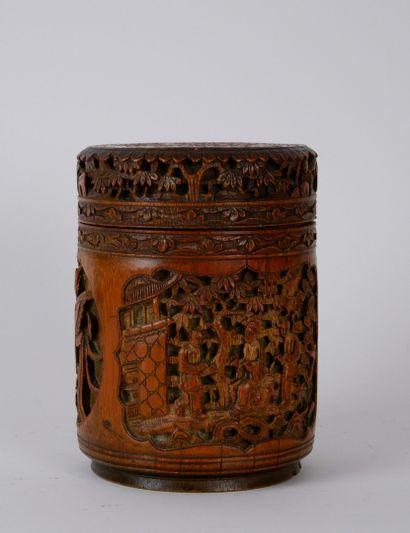 Pot à tabac en bambou sculpté à décor de...