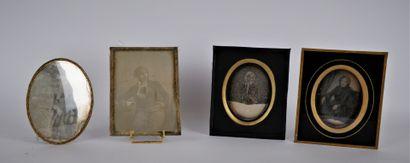 PHOTOGRAPHIES  Lot de quatre daguerréotypes...