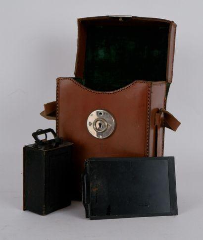 PHOTOGRAPHIES  Lot d'appareils photographiques comprenant:  KODAK Automatique Patents...