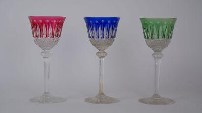 SAINT LOUIS  Suite de trois verres modèle...