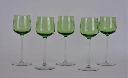 Suite de cinq verres à vin d'Alsace en cristal...