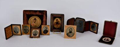 PHOTOGRAPHIES  Lot de 6 ambrotypes représentant...