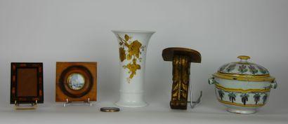 Lot de d'objets divers comprenant:  KAISER...