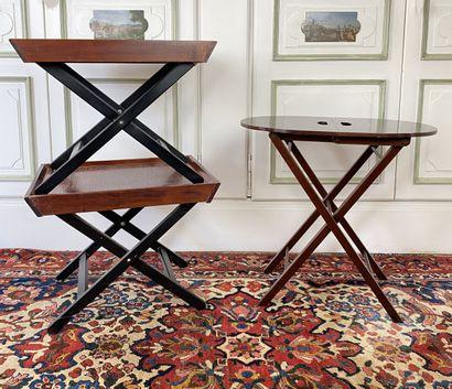 Deux tabourets pliants, ou tables d'appoint...