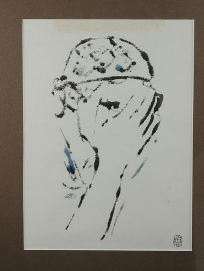 Yan Roca FOLCH. Ecole du XXème siècle  Jeune homme se cachant le visage  Encre sur...