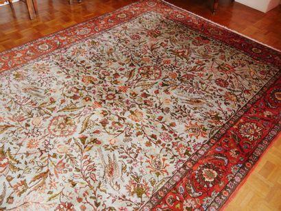 Grand tapis en soie à une large bordure à...