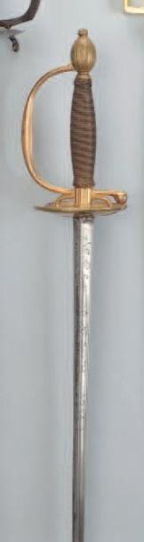 Épée d'officier. Fusée entièrement filigranée...