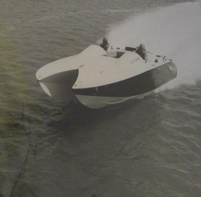 Photographie. Le canot catamaran