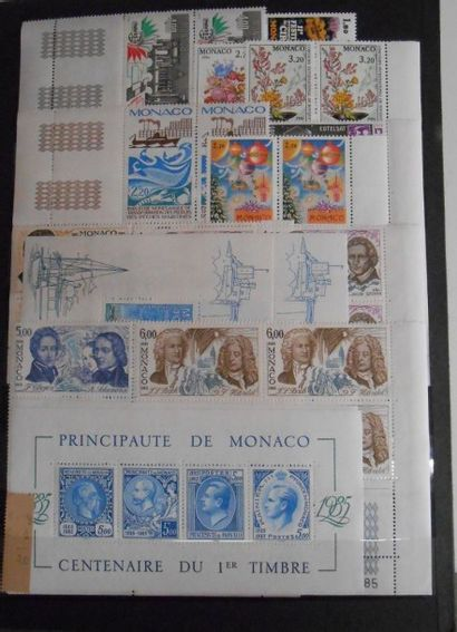 PHILATELIE : **. 1 Classeur, Monaco + Blocs Feuillets, Unités, Blocs de 4 et Multiples...