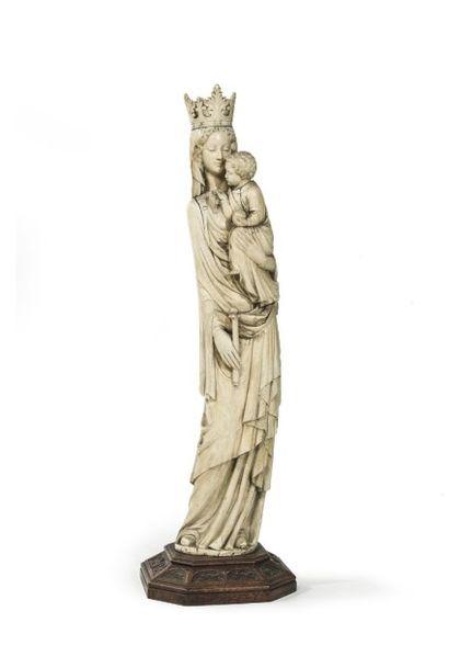 Importante sculpture en ivoire d'élephant...