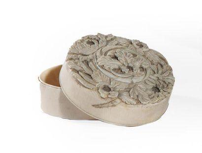 Kobako de forme ronde en ivoire sculpté en...