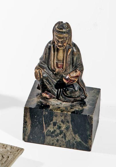 Petite statuette en stéatite à décor peint...