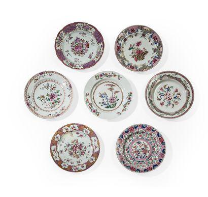 Ensemble comprenant sept assiettes en porcelaine...