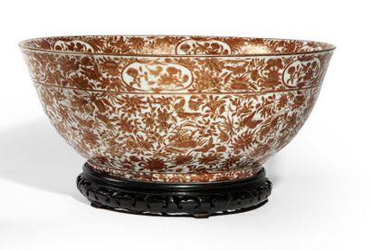 Grande vasque en porcelaine émaillée rouge...