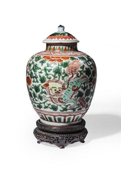 Petite jarre et un couvercle en porcelaine...