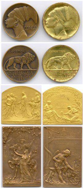 Lot de 26 médailles étrangères en cuivre,...